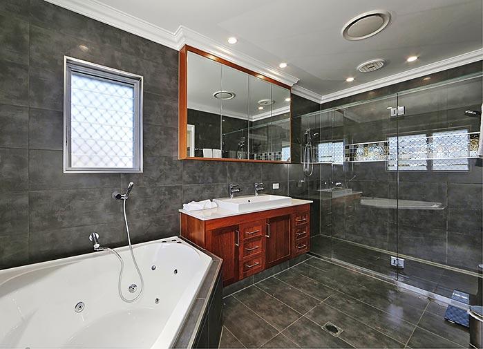 4 bedroom executive - bathroom view 2